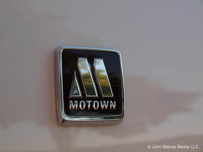 Chrysler_300_2013_MoTown-motownlogo.jpg